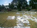 sampah-koran-berserakan-di-taman-sari_20160706_135856.jpg