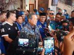 sby-memberikan-keterangan-pers-pasca-baliho-dan-bendera-demokrat-dirusak-di-pekanbaru.jpg