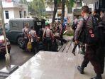 sejumlah-anggota-polisi-bersenjata-lengkap_20180709_154931.jpg