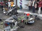 sejumlah-kendaraan-sepeda-motor-mengalami-kerusakan-akibat_20161114_202803.jpg