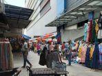 sejumlah-pedagang-pakaian-berjualan-di-sekitaran-pasar-tanah-abang-jakarta-pusat.jpg