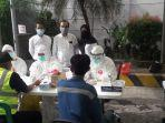 sejumlah-pegawai-pt-msp-mengikuti-rapid-tes-di-lokasi-pabriknya.jpg