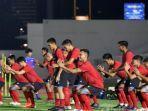 sejumlah-pemain-tim-nasional-indonesia-senior-saat-mengikuti-latihan-perdana.jpg
