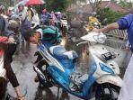 sejumlah-sepeda-motor-mogok-saat-melewati-banjir-di-jalan-budi-jaya.jpg