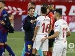 skor-0-0-menutup-pertandingan-babak-pertama-antara-sevilla-dan-barcelona.jpg