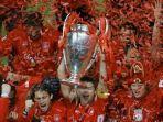 skuad-liverpool-saat-merayakan-kemenangan-liga-champions-2005.jpg