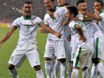 skuad-timnas-indonesia-merayakan-gol-stefano-lilipaly_20161208_083039.jpg