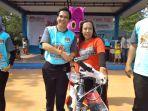 sofia-saat-memenangkan-hadiah-sepeda-gunung_20180513_123501.jpg