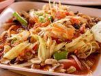 som-tum-kuliner-khas-thailand-yang-bisa-ditemukan-di-pattaya-okee.jpg