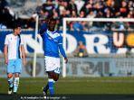 striker-brescia-mario-balotelli-saat-merayakan-golnya.jpg
