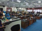suasana-paripurna-istimewa-pelantikan-dua-anggota-dprd-kabupaten-belitung_20180417_110145.jpg