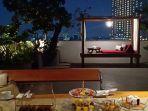 taman-atap-juga-mengaktifkan-fungsi-atap-bisa-digunakan-untuk-pesta-atau-santap-malam.jpg