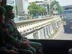 tangkapan-layar-video-prajurit-tni-ad-menyambut-dan-mengamankan-kepulangan-rizieq-shihab.jpg