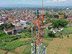 teknisi-sedang-melakukan-pemeliharaan-perangkat-base-transceiver-station-bts-milik-xl-axiata.jpg