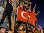 tentara-turki-berjaga-dengan-senjata-di-taksim_20160819_194921.jpg