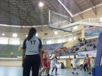 tim-basket-putri-sumbar-lawan-riau_20151116_220151.jpg
