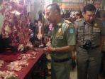 tim-satpol-pp-kabupaten-bangka-saat-memantau-daging-sapi-dan-ayam_20180605_194242.jpg