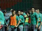 timnas-indonesia-lagi-latihan_20161205_214453.jpg