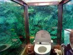 toilet-kafe-di-tepi-pantai-matsue-jepang-yang-dikeliling-akuarium.jpg