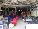toko-avon-furniture-produksi-banyak-sofa-jelang-lebaran.jpg