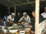 tradisi-bukek-buk-bare-makan-nasi-baru-red_20180122_204130.jpg
