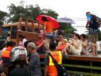 tronton-evakuasi-penumpang_20160209_122700.jpg