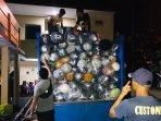 truk-bermuatan-ribuan-gulung-kain-ilegal-diamankan-oleh-bea-cukai-pangkalpinang-kemarin-malam.jpg