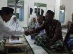 umat-muslim-di-kelurahan-kelapa_20170619_213912.jpg