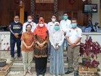wakil-bupati-bangka-selatan-debby-vita-dewi-foto-bersama-tim-tour-de-bangka-pajero-indonesia-one.jpg