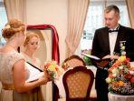 wanita-menikahi-diri-sendiri_20180417_010712.jpg