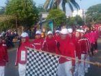 warga-kelapa-kampit-antusias-mengikuti-lomba-gerak-jalan-tepat-waktu_20180812_111116.jpg