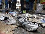 warga-melihat-puing-puing-akibat-ledakan-bom-di-pasat-al-sinak_20161231_223149.jpg