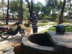 warga-memanfaatkan-sumur-di-area-taman-sari.jpg