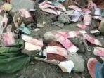 warga-petobo-palu-sulawesi-tengah-menemukan-uang-berserakan-di-tanah.jpg