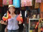 warga-timor-leste-berdagang-asesoris.jpg