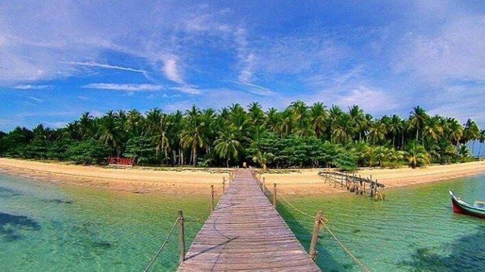 Amazing 7 Spot Snorkeling di Bangka Belitung, Keindahan Bawah Lautnya Bikin Kamu Berdecak Kagum