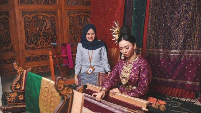 Kain Cual Khas Bangka Belitung, Usaha Tenun Maslina Tembus Pasar Internasional