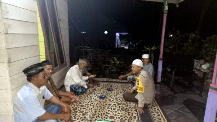 Masyarakat Desa Karang Indah Merasa Nyaman Berinteraksi dengan Brigadir M Andi