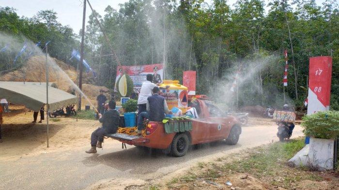 Gugus Tugas Covid-19 Semprot Lokasi TMMD ke-108 Kodim Martapura di Desa Biih