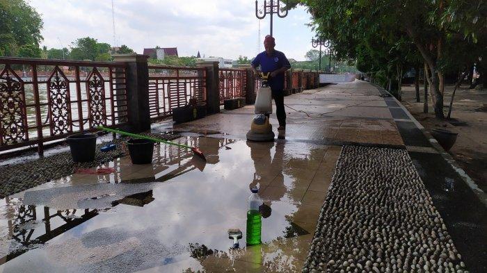 Pengunjung Siring Tendean Banjarmasin Sepi, Petugas Kebersihan Lebih Mudah Bekerja