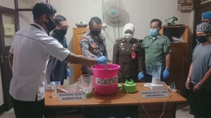Polsek Banjarbaru Timur Musnahkan Barang Bukti Jenis Sabu Seberat 1,06 Gram