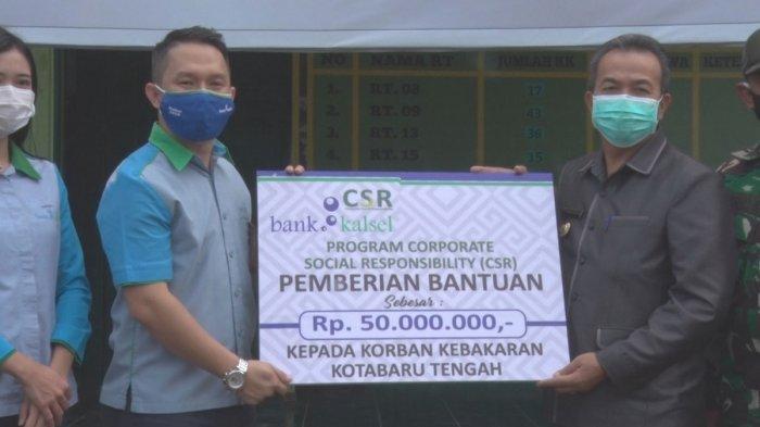 Bank Kalsel Serahkan Bantuan Rp 100 Juta untuk Korban Kebakaran di Kelurahan Kotabaru Tengah