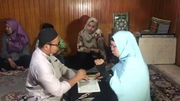 Guru SD di Banjarmasin ini Kenalkan Hijaiah dengan Bahasa Isyarat bagi Disabilitas Pendengaran