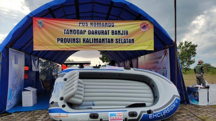 Kepala Cabang BRI  A Yani  serahkan bantuan perahu karet ke BPBD Provinsi Kalimantan Selatan