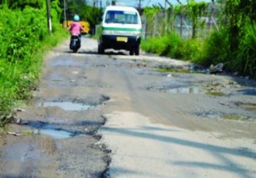 Jalan Patimura Kotabaru Rusak, Becak Sering Terbalik