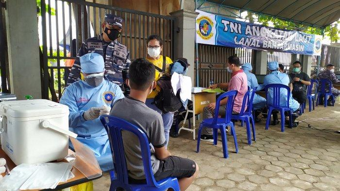 Susah Dapat Vaksin, Akhirnya Warga Telaga Biru ini Divaksin di Posmat TNI AL Trisakti Banjarmasin