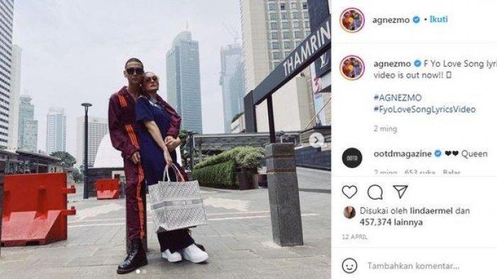 Agnez Mo mengunggah foto bersama seorang pria.
