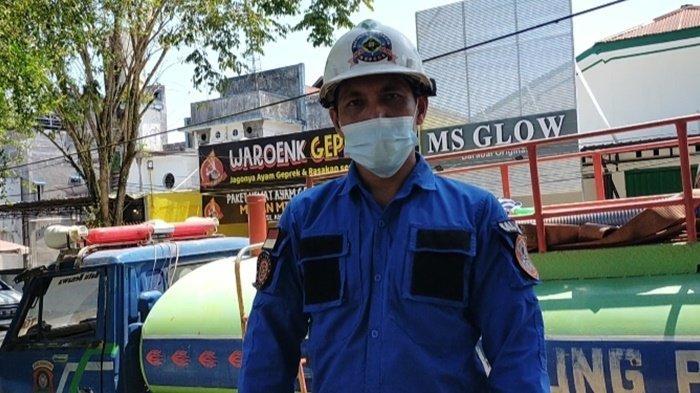Cuaca Panas dan Berpuasa, RelawanBPK Kabupaten HST Tetap Semangat Padamkan Api