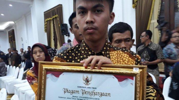 Menangis Ingat Ayah, Kurniawan: Sebelum Meninggal, Bapak Pingsan di Sawah Karena Kelelahan Jaga TPS
