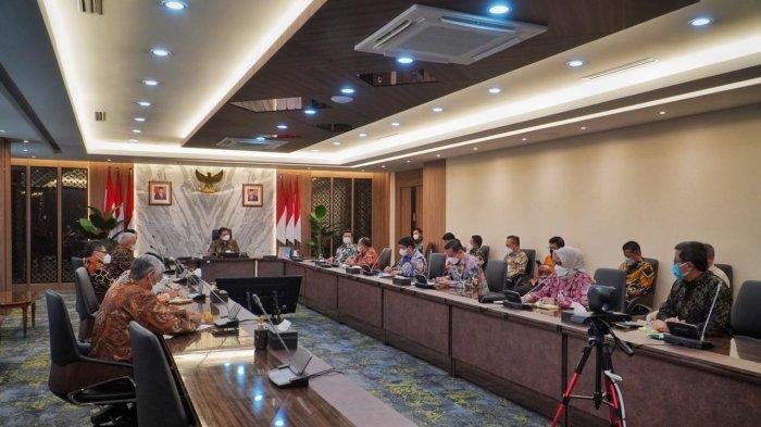 Menteri Koordinator Bidang Perekonomian Airlangga Hartarto saat menerima audiensi dari jajaran Direksi dan Dewan Pengawas BPJS Ketenagakerjaan (BPJAMSOSTEK) di Jakarta, Selasa (4/5).